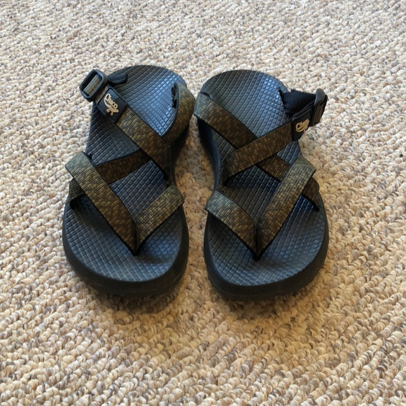 d4cd88003aa0 Chaco Shoes - Chaco Army green   Olive Strappy H20 Sandals sz 6